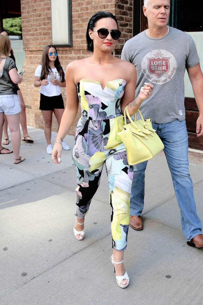 25 Jun 2015, New York City, New York State, USA --- Singer Demi Lovato, wearing a floral jumpsuit, checks out of Greenwich Hotel in New York City on June 25, 2015 Pictured: Demi Lovato --- Image by © Christopher Peterson/Splash News/Corbis