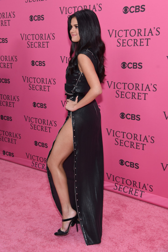 attends the 2015 Victoria's Secret Fashion Show at Lexington Avenue Armory on November 10, 2015 in New York City.